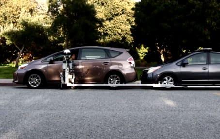 Gobetween robot policía para controlar el tráfico en la carretera
