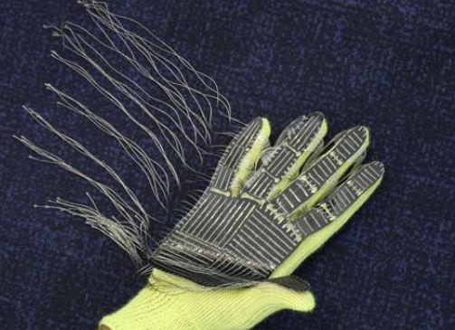 TAG son los guantes que permiten tener tacto a los robots.
