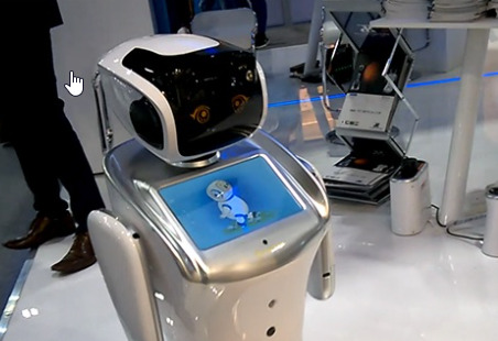 El robot Tommy lucha en un hospital contra el Covid-19
