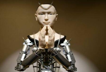 En el templo de Kodaiji podemos ver rezar al primer androide budista