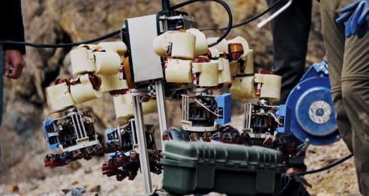 El nuevo astromóvil llamado Lemur, cuenta con dedos para poder subir las paredes de Marte