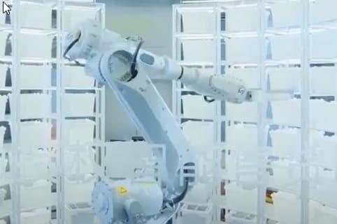 Huawei inaugura en Wuhan una tienda con robots
